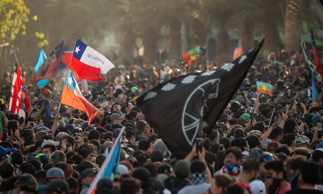 Protestos contra o presidente chileno, Sebastian Piñera, em Santiago, capital do Chile Foto: MARTIN BERNETTI / AFP