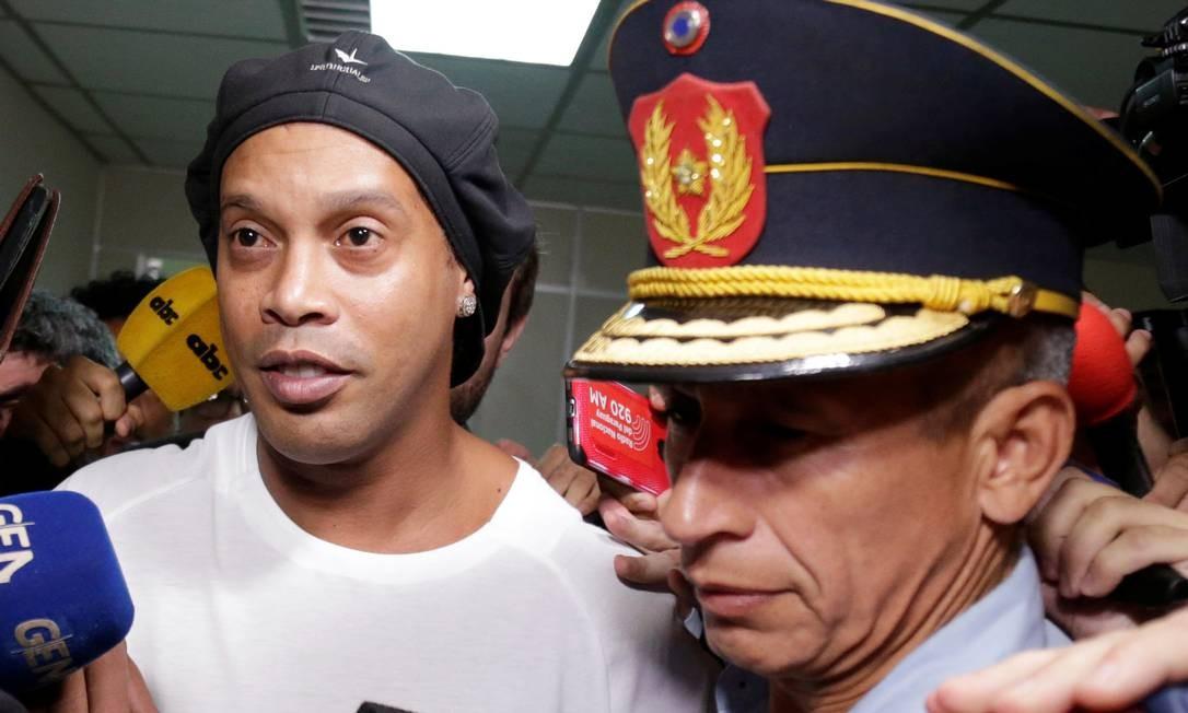 Ronaldinho foi preso por uso de documento falso no Paraguai Foto: JORGE ADORNO / REUTERS