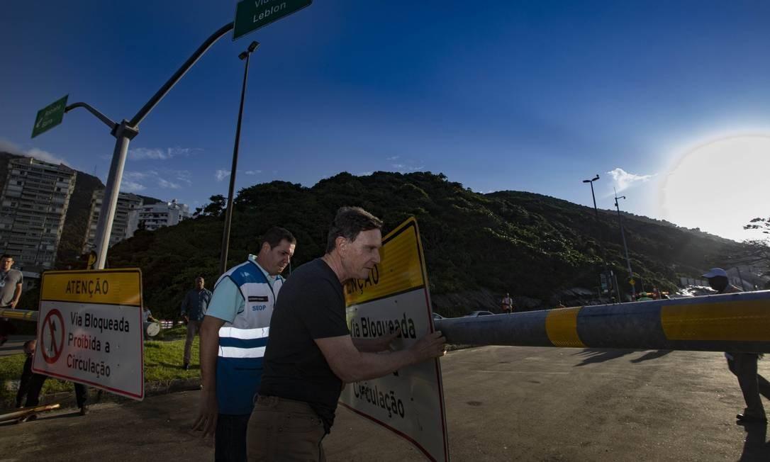 O prefeito Marcelo Crivella reabre as pistas da Niemeyer, após decisão do STJ
