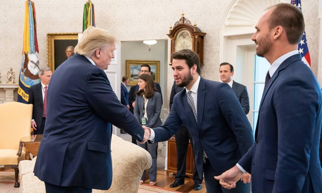 Disputa. Filipe Martins, que na foto cumprimenta o presidente dos EUA, Donald Trump, perdeu espaço para a SAE Foto: Joyce N. Boghosian