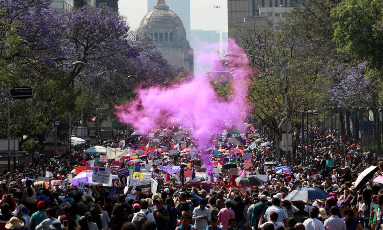 Multidão participa de manifestação no Dia Internacional das Mulheres na Cidade do México Foto: HENRY ROMERO / REUTERS