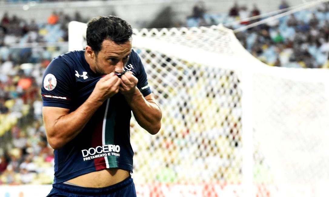 Nenê beija o escudo após o terceiro gol do Fluminense Foto: Mailson Santana/Fluminense FC / Mailson Santana/Fluminense FC