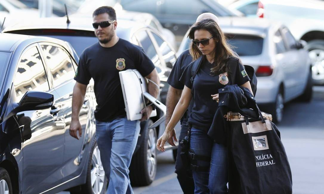 Agentes da Polícia Federal cumprem mandados de busca e apreensão Foto: Pablo Jacob / Agência O Globo 05/09/2017