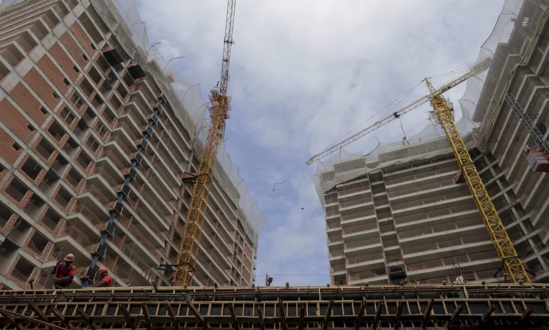 Prédios em construção Foto: Domingos Peixoto / Agência O Globo