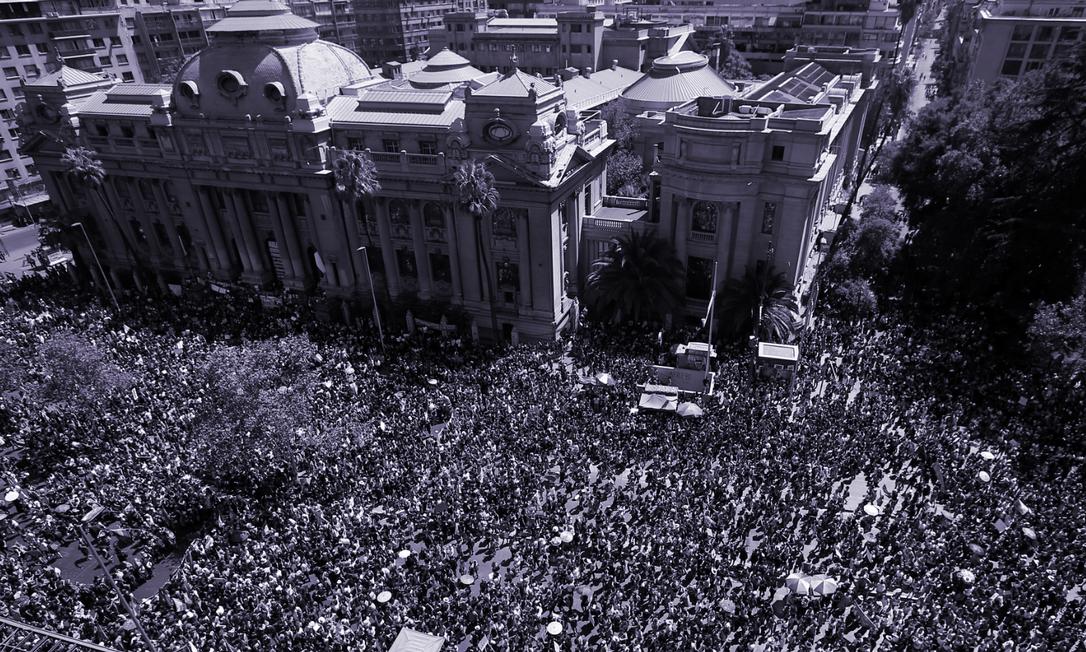 Dois milhões de pessoas participam de marcha no Dia Internacional das Mulheres em Santiago Foto: STRINGER / REUTERS