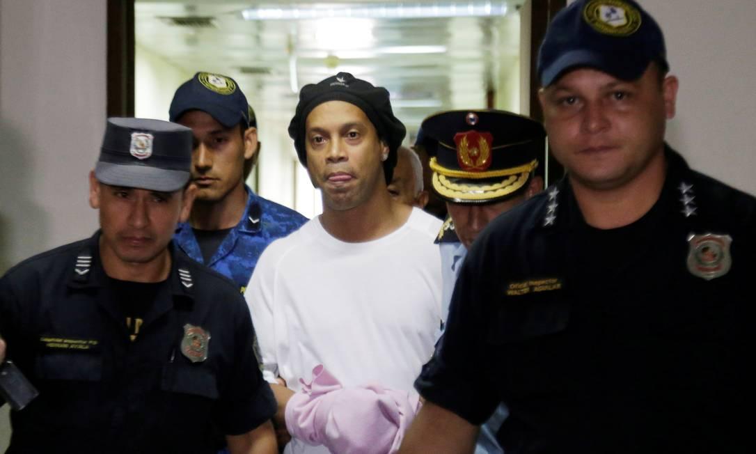 Ronaldinho está na prisão do Paraguai Foto: JORGE ADORNO / REUTERS