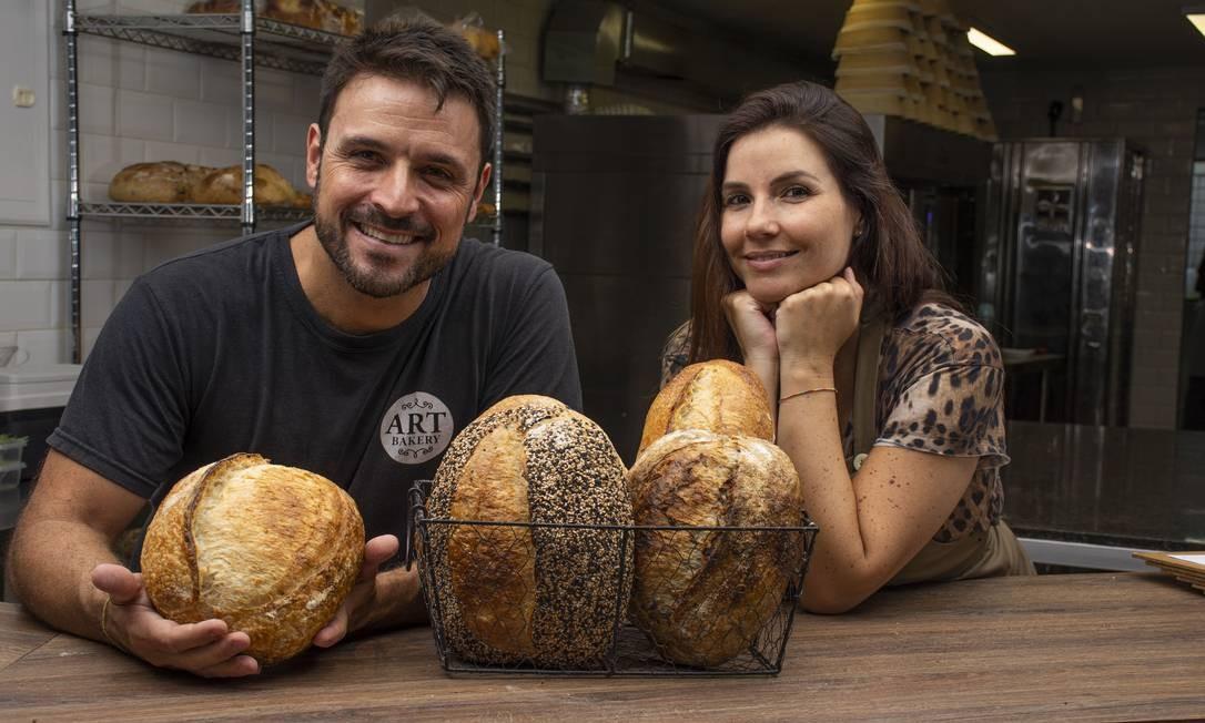 Artesanos Bakery: Ricardo Rocha e Mariana Massena produzem um sourdough com 30 horas de fermentação Foto: Divulgação/Gabriel Ávilla