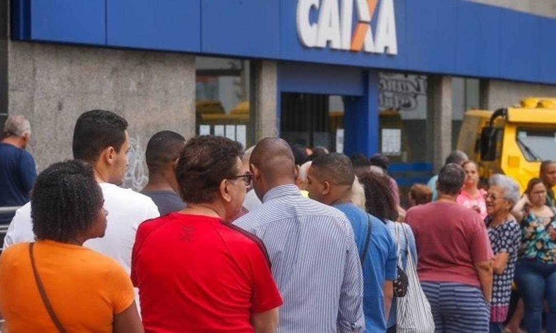 Mais de R$14,8 bilhões ainda estão disponíveis para saque imediato do FGTS Foto: Marcelo Regua/Agência O Globo