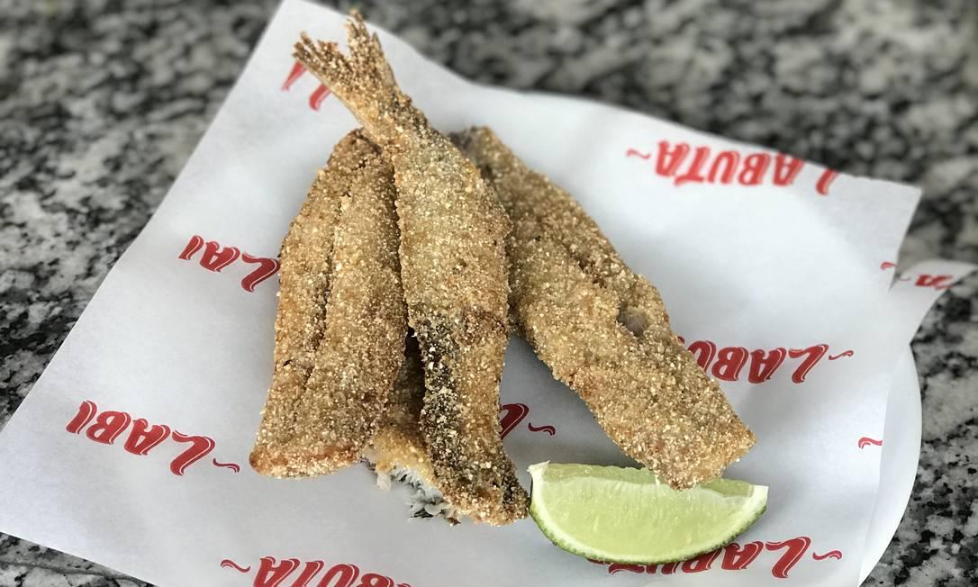 Labuta: sardinha frita, ampadana com três farinhas (rosca, mandioca e trigo) Foto: Divulgação/Rio4Fun