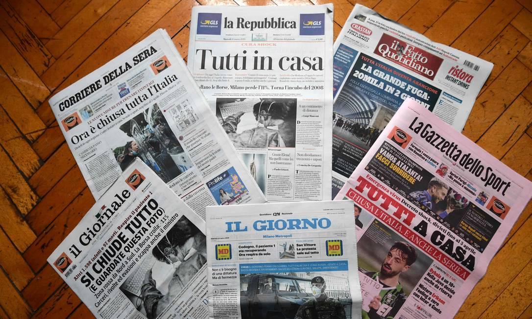 Jornais italianos do dia 10 de março de 2020 em Milão Foto: MIGUEL MEDINA / AFP