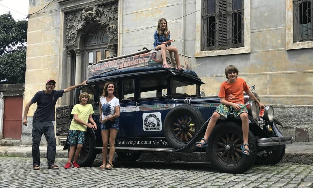 No Rio: Herman, Cande e três de seus filhos no Graham-Paige Foto: Jason Vogel