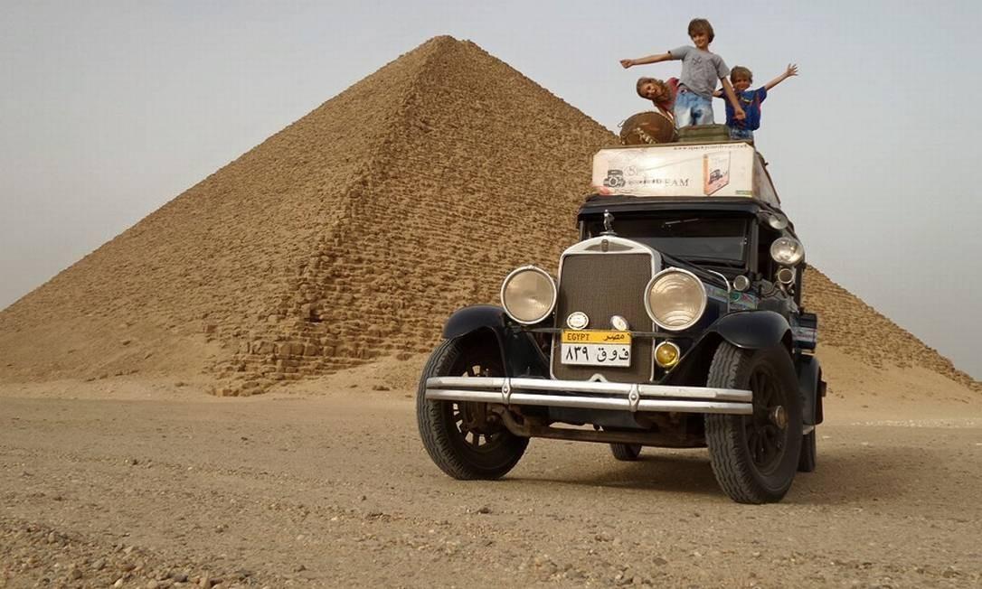 As fotos no Egito parecem quadrinhos das histórias do Tintin Foto: Álbum de família