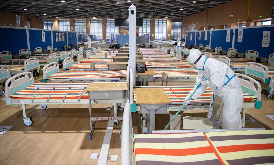 Hospital temporário construído em Wuhan esvaziado após todos os pacientes de coronavírus receberem alta, em foto da última terça-feira (10) Foto: STR / AFP