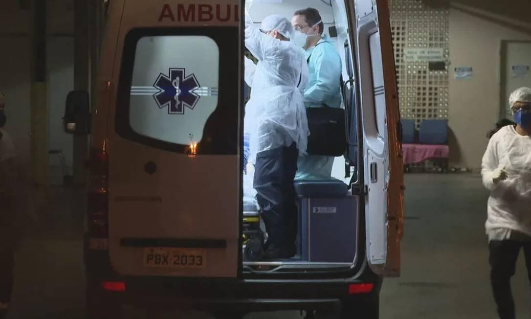 Marido acompanhou transferência de esposa para hospital publico Foto: Reprodução TV Globo