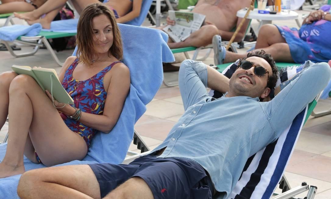 """Camille Chamoux e Jonathan Cohen em cena do filme """"As primeiras férias, não se esquece jamais!"""" Foto: Divulgação"""