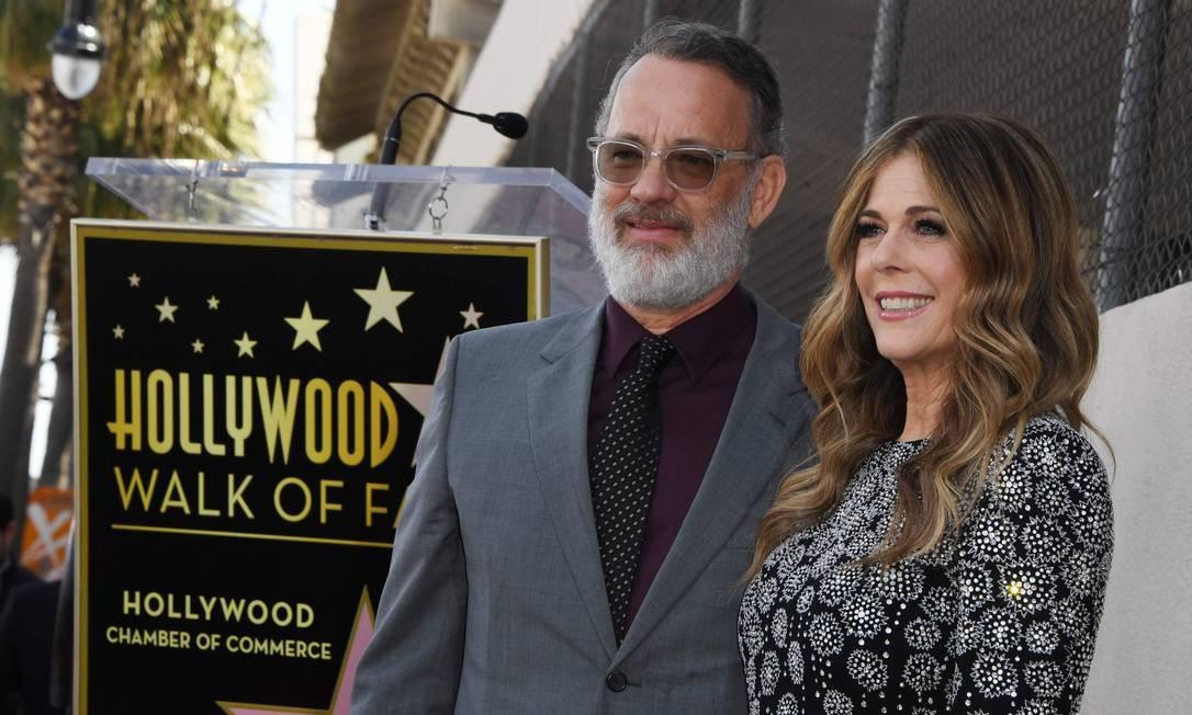 Tom Hanks e Rita Wilson vão ficar em isolamento. Foto: MARK RALSTON / AFP