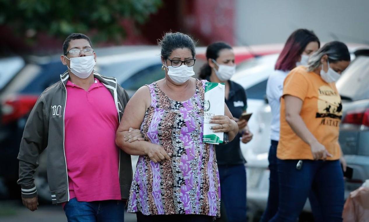 Pacientes e funcionários do Hospital Regional da Asa Norte, em Brasília, onde há uma paciente internada com o novo coronavírus Foto: Pablo Jacob / Agência O Globo