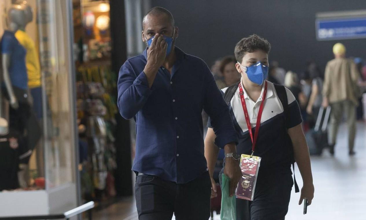 Virou cena comum no Aeroporto Internacional de Guarulhos Foto: Edilson Dantas / Agência O Globo