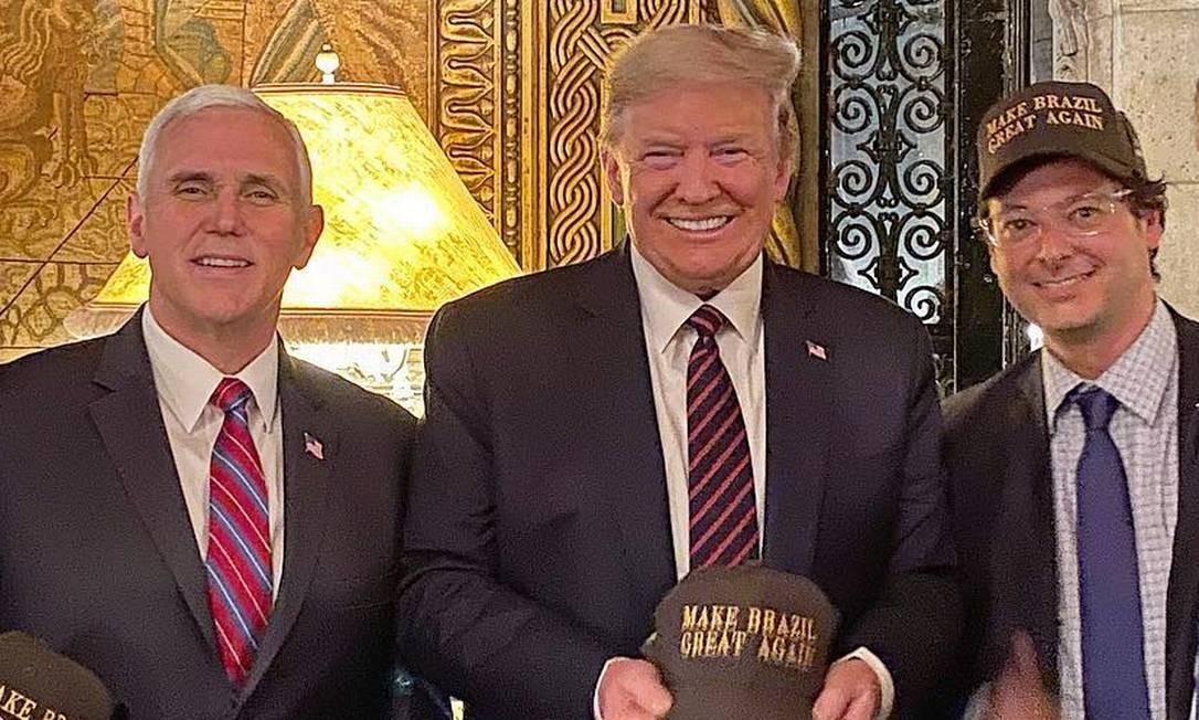 Fabio Wajngarten, secretário especial de Comunicação da Presidência da República, posa ao lado do presidente dos EUA, Donald Trump Foto: Reprodução/Facebook