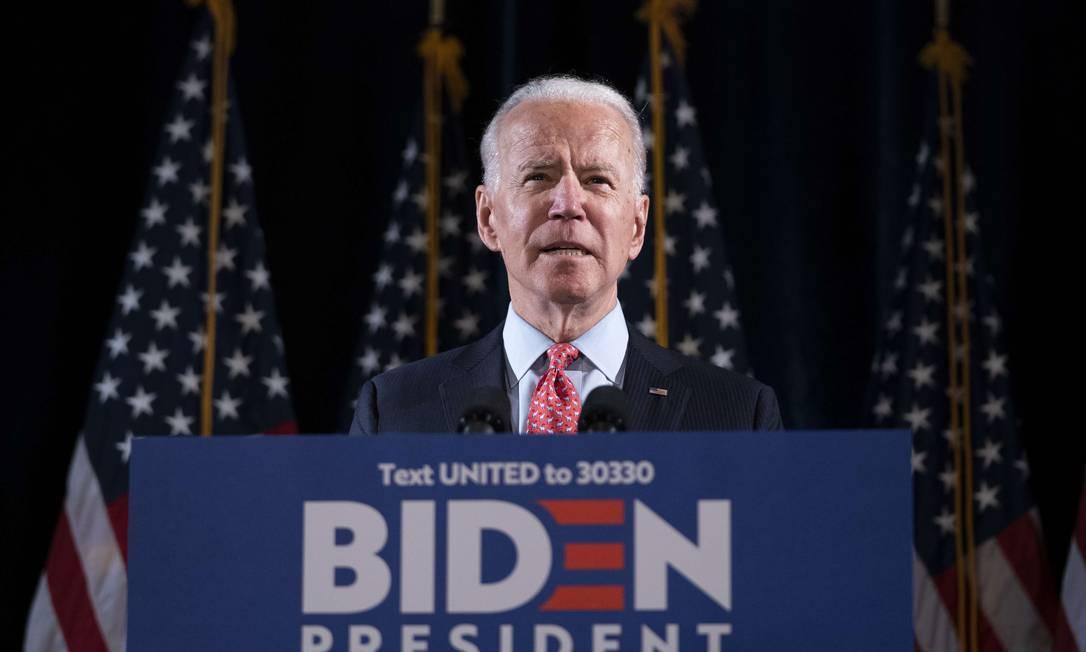Ex-vice-presidente dos EUA, Joe Biden, apresenta plano para enfrentar o coronavírus em Delaware. Ele é o favorito para a indicação democrata à Presidência Foto: Drew Angerer / AFP