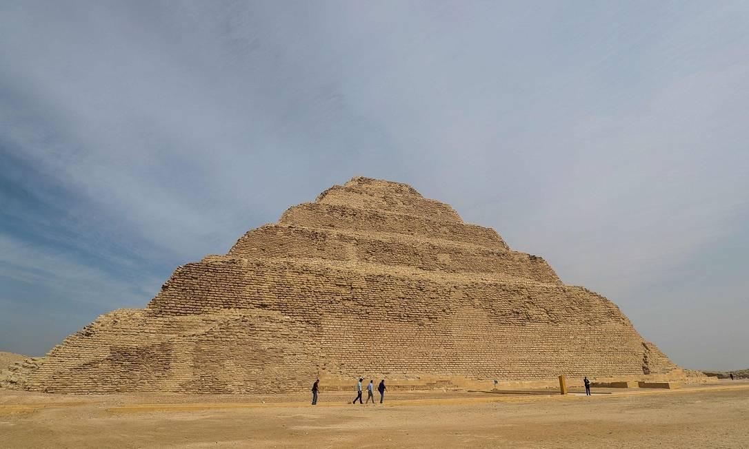 A pirâmide de Djoser foi construída há mais de 4.700 anos na antiga capital egípcia de Memphis, a 20 km ao sul da atual capital, Cairo Foto: Mohamed el-Shahed / AFP