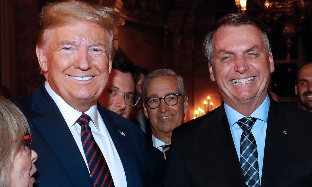 O secretário Fábio Wajngarten entre os presidentes Donald Trump e Jair Bolsonaro nos Estados Unidos Foto: ALAN SANTOS / AFP