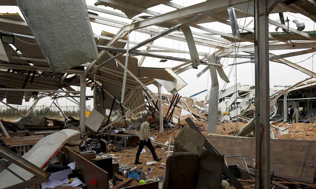 Imagem mostra destroços em estrutura suspostamente atingida pela represália americana Foto: ALAA AL-MARJANI / REUTERS