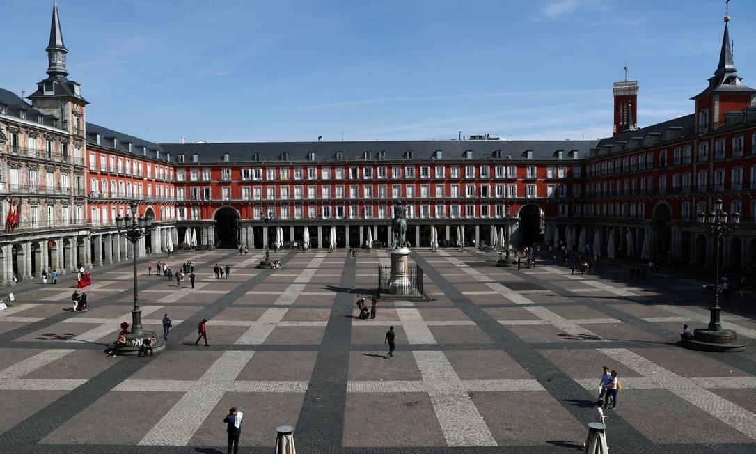 Famoso ponto turístico de Madri, a Plaza Mayor ficou vazia nesta sexta-feira Foto: SERGIO PEREZ / REUTERS