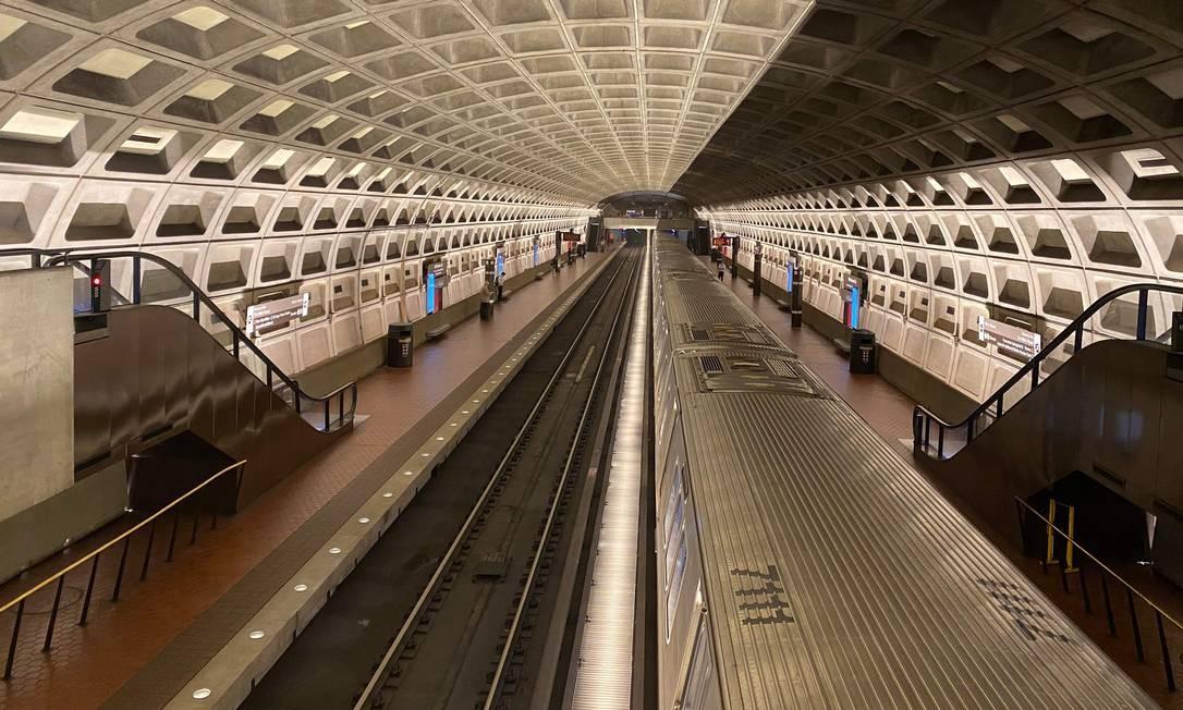Estação de metrô Faragut West em plena hora do rush em Washington, EUA Foto: Daniel Slim / AFP