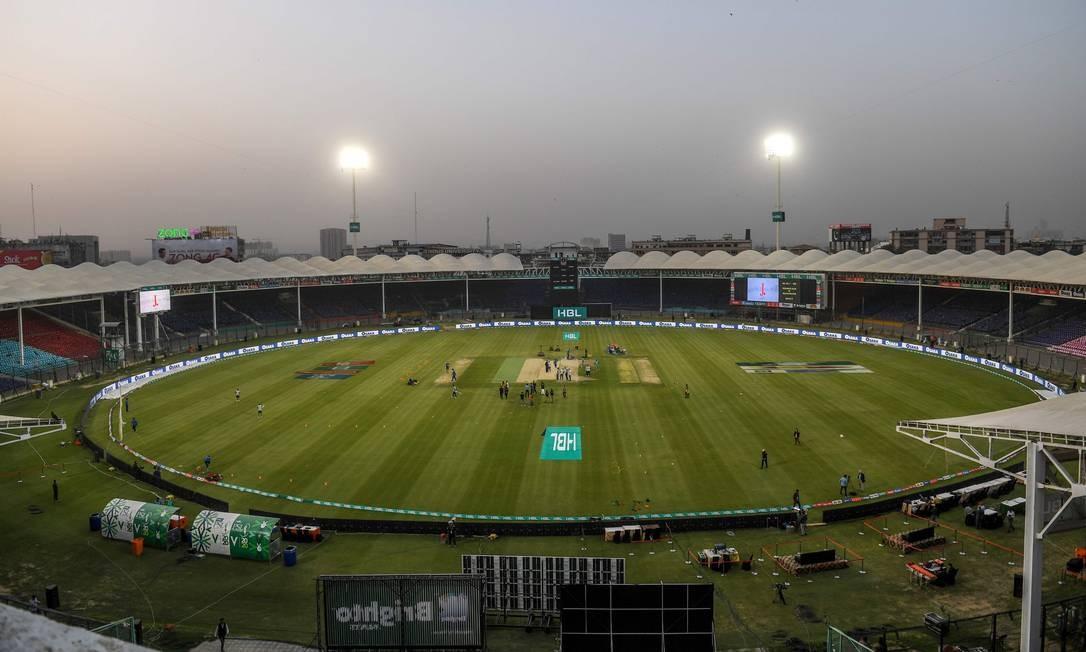 A liga Twenty20, de críquete, continuará apesar dos estádios fechados e de um êxodo de estrangeiros jogadores que estão voltando para casa após a crise do coronavírus, disseram autoridades paquistanesas Foto: Asif Hassan / AFP