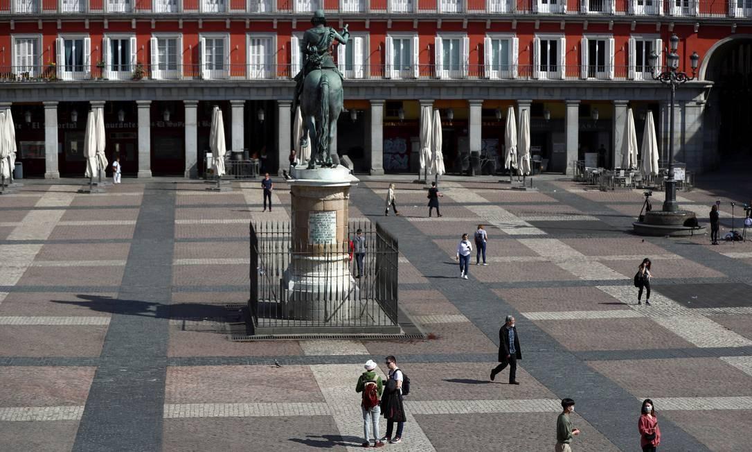 Plaza Mayor, um dos pontos mais movimentados da capital espanhola Madri é fotografada praticamente vazia, devido ao surto de coronavírus na, Espanha Foto: Sergio Perez / Reuters