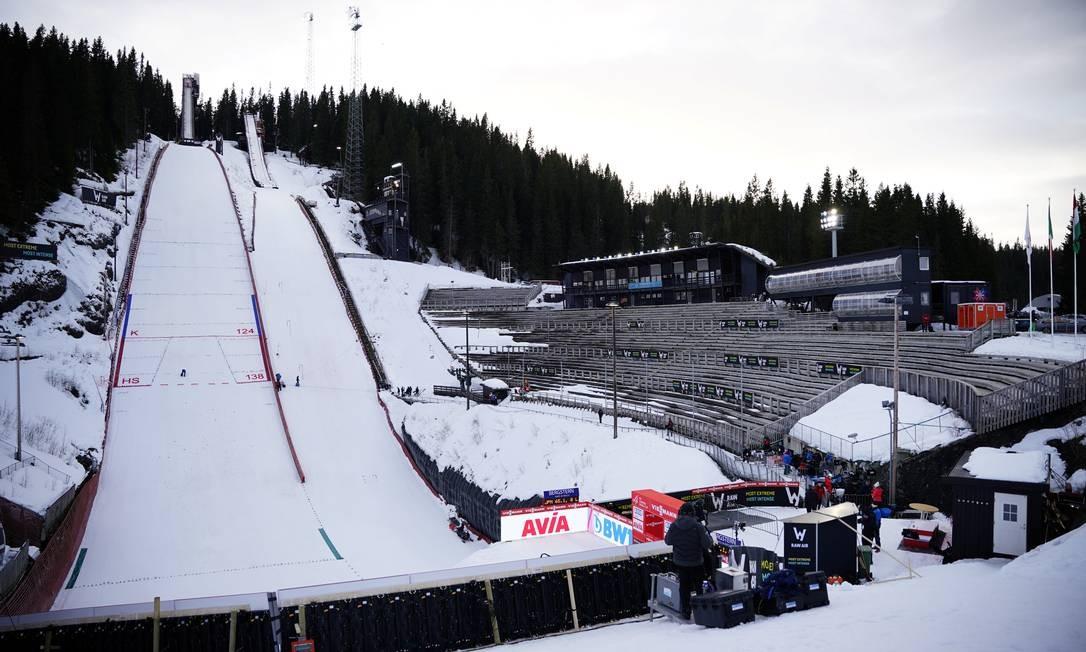 Copa do Mundo de Salto de Esqui em Trondheim, Noruega, com arquibancadas vazias Foto: NTB Scanpix / Reuters
