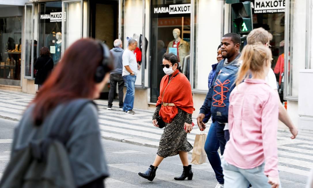 Mulher com máscara no centro de Lisboa, em Portugal Foto: Rafael Marchante / REUTERS