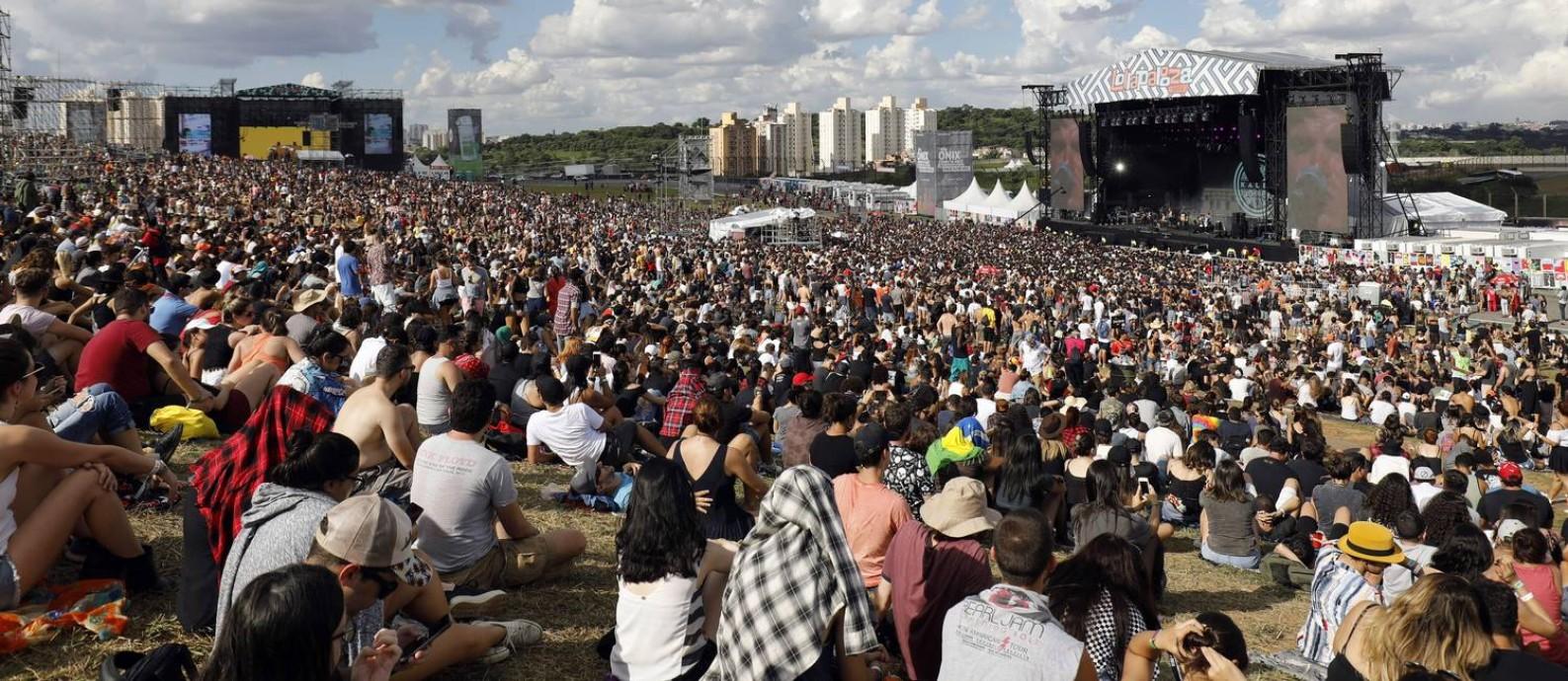 Público do Lollapalooza Brasil no ano passado: Guns N 'Roses, Strokes e Travis Scott confirmado para dezembro Foto: Lucas Tavares / Agência O Globo