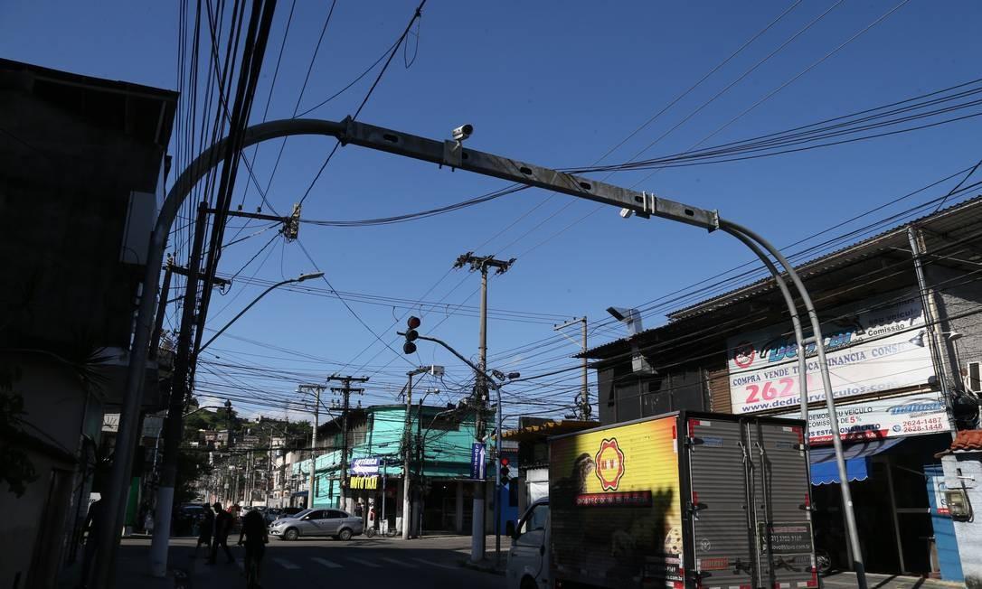 As câmeras instaladas em portais conseguem identificar veículos pela placa e chegarão a Fonseca, Barreto e Venda da Cruz. Foto: Pedro Teixeira / Agência O Globo