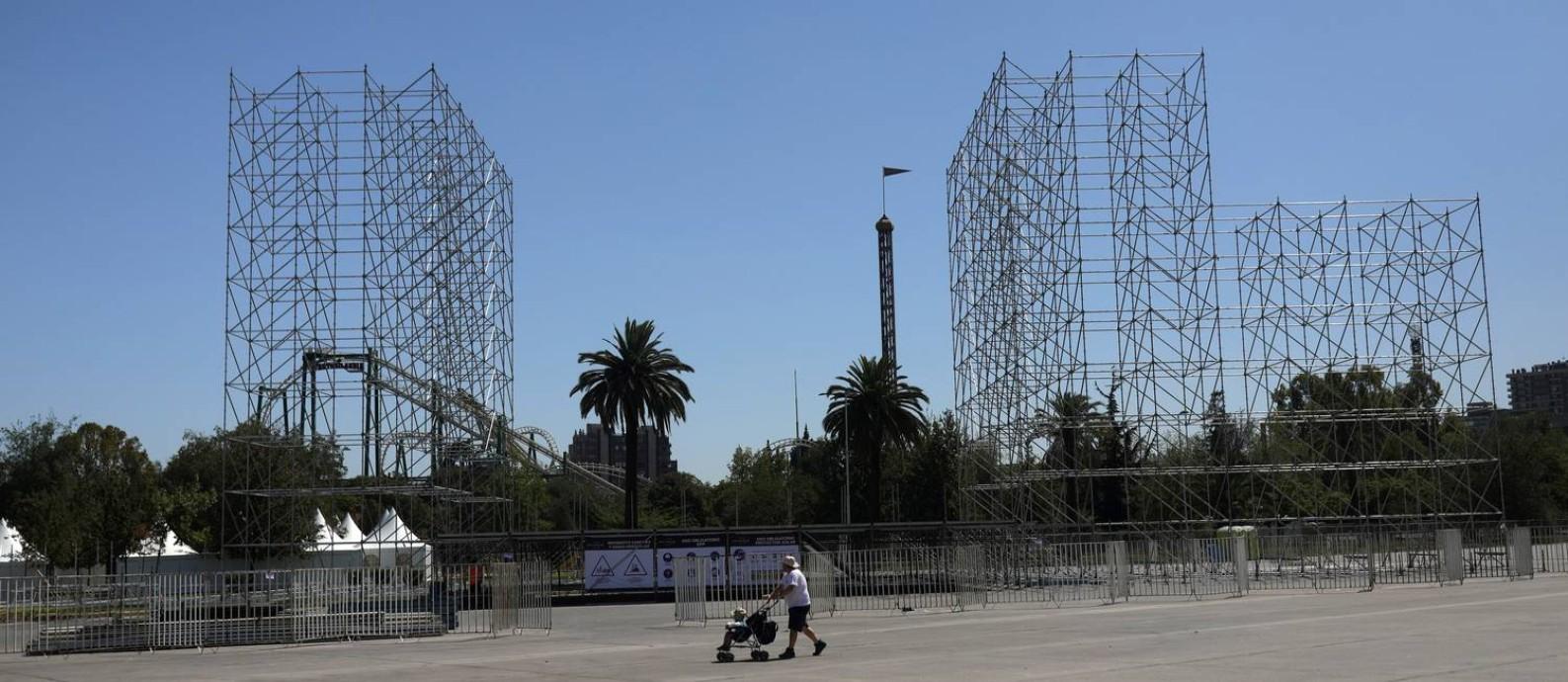 O local onde seria realizado o Lollapalooza em Santiago do Chile, na quinta-feira, logo após o anúncio do cancelamento do festival por causa do coronavírus Foto: Pablo Sanhueza / Reuters
