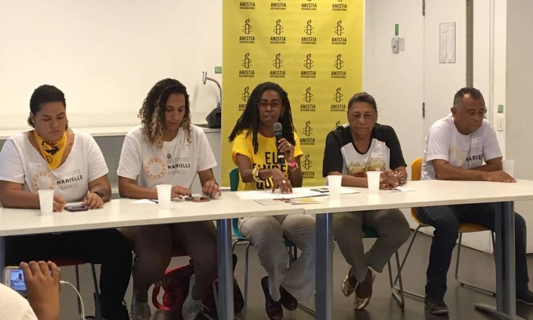 Familiares de Marielle Franco e a diretora da Anistia Internacional, Jurema Wereneck, participaram da coletiva Foto: Patricia Espinoza