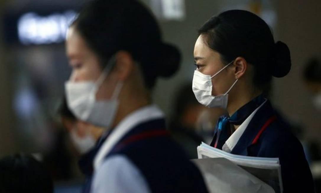 Triagem de casos de acordo com a gravidade dos sintomas, suspensão de aulas, fechamento de fronteiras e hábitos culturais vem ajudando Japão a conter propação do vírus. Foto: Reuters