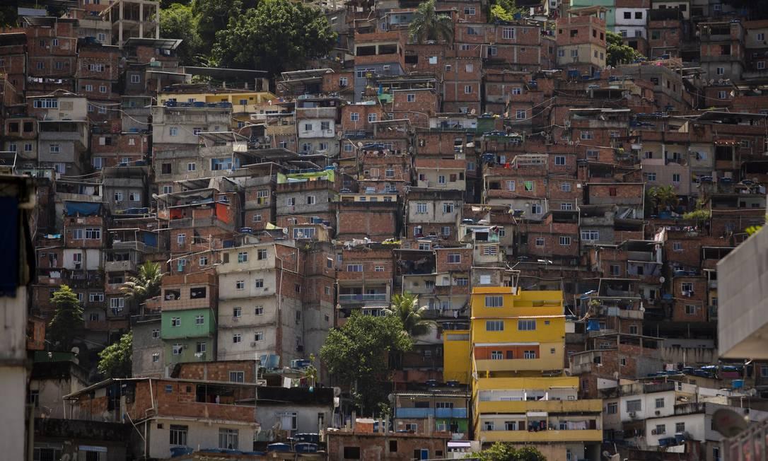Comunidade da Rocinha; favelas preocupam especialistas em função das aglomerações Foto: Gabriel Monteiro / Agência O Globo