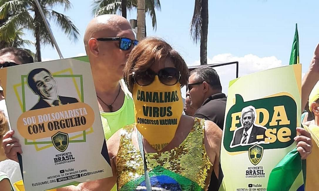 Manifestantes usavam camisas com as cores da bandeira do Brasil, como ocorria nos atos a favor de impeachment de Dilma Rousseff Foto: Alice Cravo / Agência O Globo