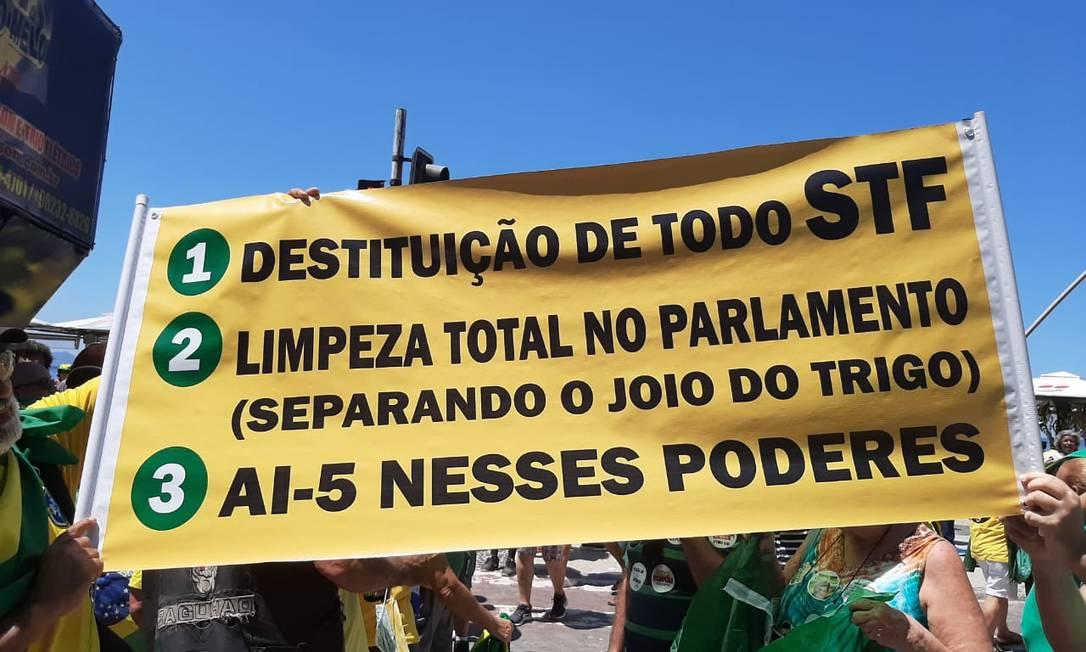 Além de frases contra o Congresso, manifestantes criticaram o STF Foto: Alice Cravo / Agência O Globo