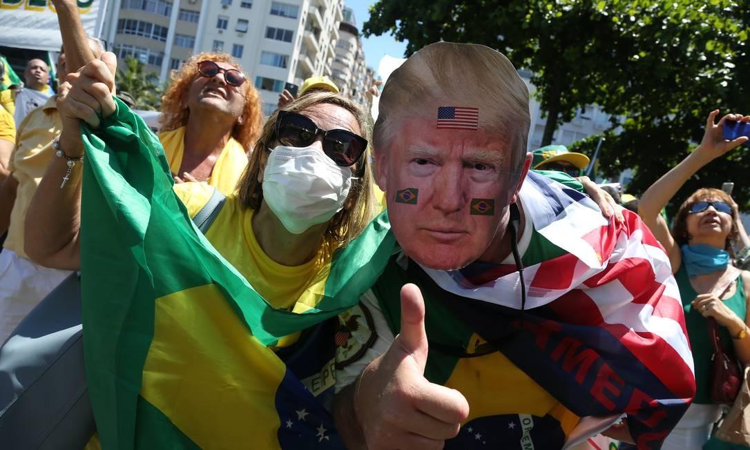 Apioadores de Bolsonaro manifestam simpatia pelo presidente dos EUA, Donald Trump Foto: Pedro Teixeira / Agência O Globo