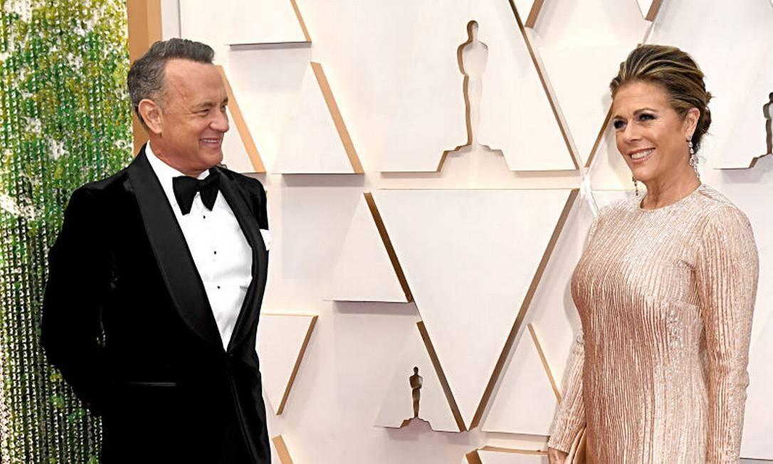 Tom Hanks e a esposa Rita Wilson apresentaram os sintomas e testaram positivo na quarta-feira, na Austrália, onde gravavam o filme sobre Elvis Presley. Casal continua em quarentena e ficará isolado em casa alugada no país Foto: Jeff Kravitz / FilmMagic
