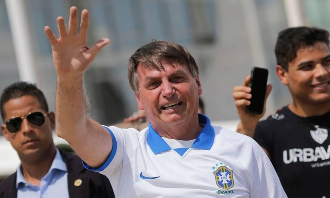 Contrariando recomendações médicas para isolamento, presidente Jair Bolsonaro participou de manifestação em seu apoio no domingo Foto: ADRIANO MACHADO / REUTERS / 15-03-2020