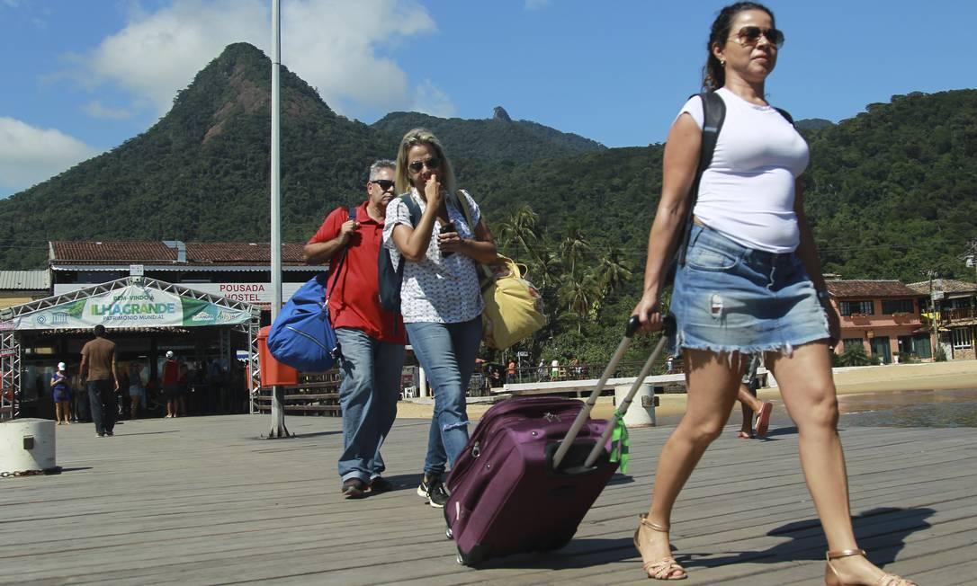 Turistas desembarcam na Vila do Abraão, na Ilha Grande - 18.12.2019 Foto: Gabriel de Paiva / O Globo - 18.12.2019 Foto: Gabriel de Paiva / O Globo - 18.12.2019