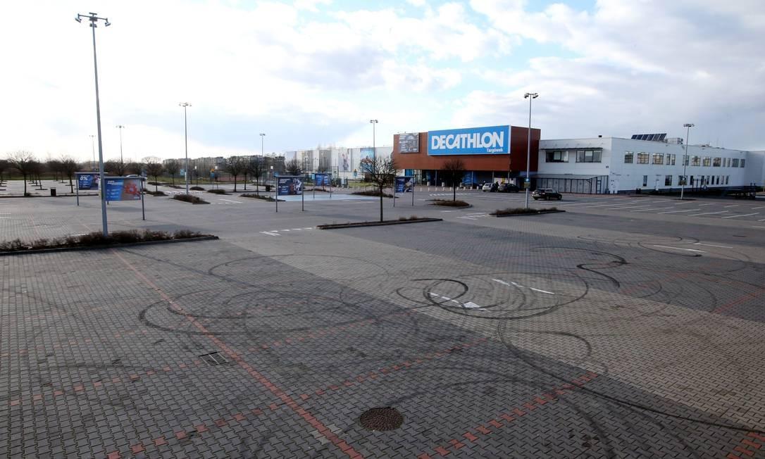 Lojas fechadas e trabalhadores em casa: os efeitos econômicos da epidemia Foto: AGENCJA GAZETA / via REUTERS