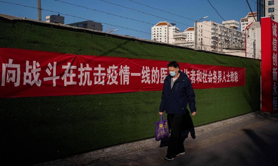 Rua de Pequim durante surto do novo coronavírus Foto: NICOLAS ASFOURI / AFP