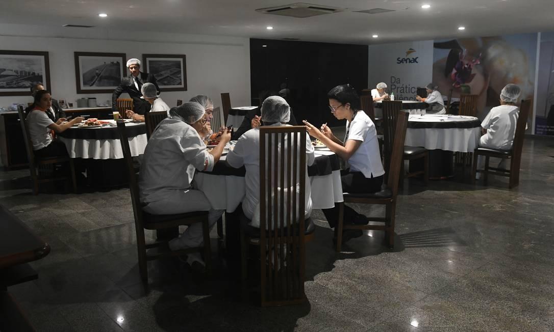Restaurante-escola Senac no Senado Federal ganhou mais espaço entre as mesas. Senado editou novas medidas diante do avanço do coronavírus Foto: Jane de Araújo / Agência Senado