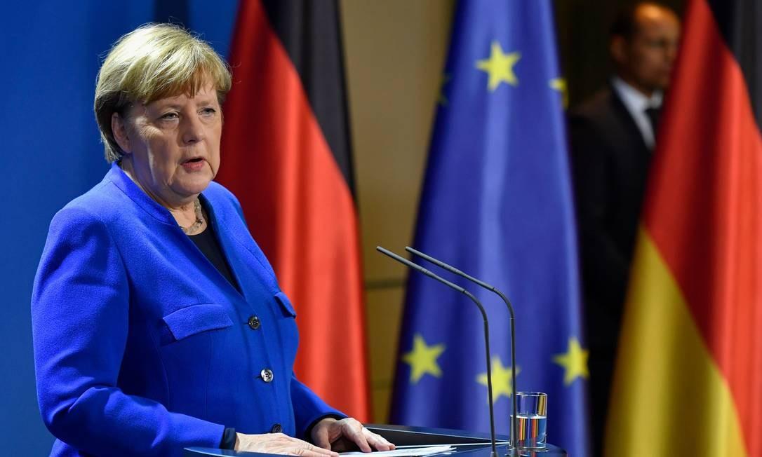 A chanceler alemã, Angela Merkel, anuncia fechamento de fronteiras da UE por 30 dias Foto: JOHN MACDOUGALL / AFP