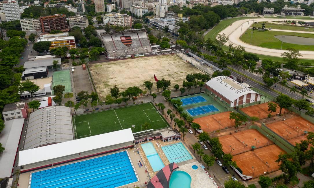 Sede social do Clube de Regatas do Flamengo também está de portas fechadas Foto: Brenno Carvalho / Agência O Globo